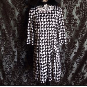 AB Studio Dresses & Skirts - Sz 16 Blk/White Houndstooth Flare Dress