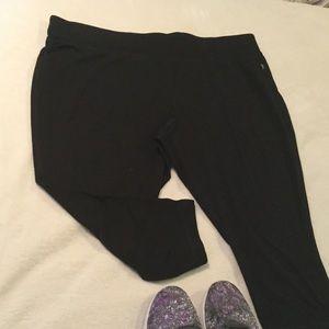 Danskin Pants - NWOT black yoga Capri 3x
