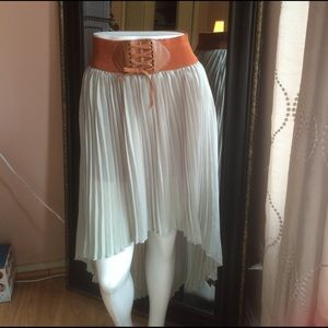 Dresses & Skirts - High and low skirt