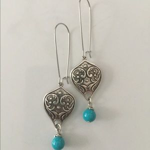Jewelry - Silver tone dangle, turquoise blue beads