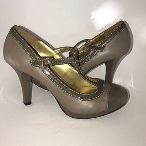 Fergalicious Shoes - Fergie Vintage Style  Fergilicious shoes ✨Nwot
