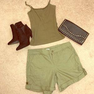Green Cargo Style Shorts s 8