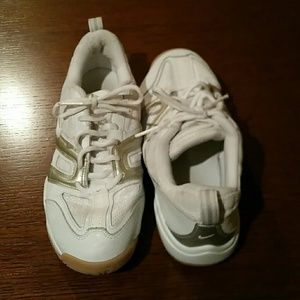 Nike Other - Men's Nikes like new!