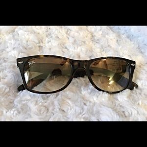 Ray-Ban Accessories - Ray Ban New Wayfarer Gradient RB2132 710/51 52-18