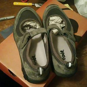 Propet Shoes - Propet blazer Mary Jane pewter/fuchsia size 8