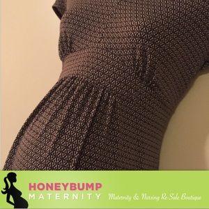 Motherhood Maternity Tops - Adorable maternity dressy top medium