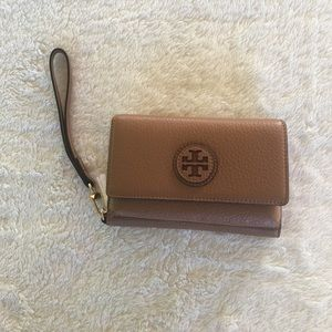 Tory Burch Handbags - Tory Burch- Marion Smart Phone Wristlet