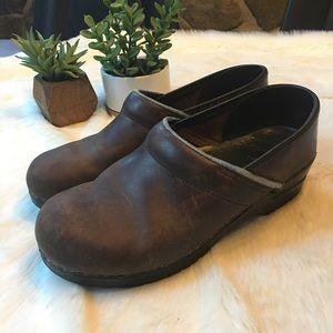 Dansko Shoes - Dansko brown leather clogs - size 41