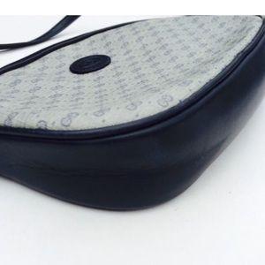 Gucci Handbags - Authentic Gucci crossbody bag