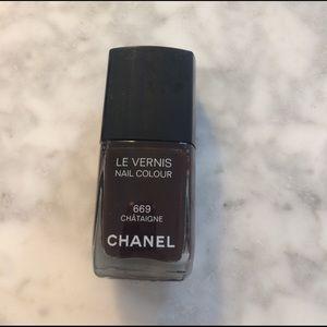 CHANEL Other - Chanel Le Vernis 669 Châtaigne LE