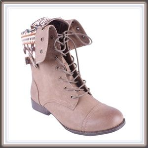 NWT Lace up combat boots