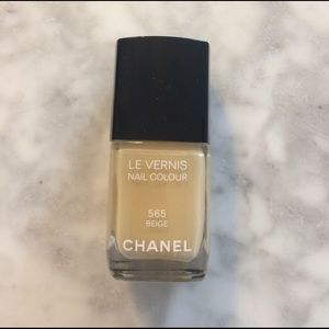 CHANEL Other - Chanel Le Vernis 565 Beige
