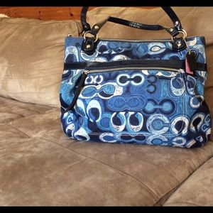 Coach Handbags - ❤️WEEKEND SALE❤️ Coach Poppy tote.  EUC