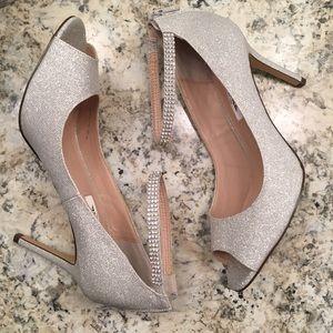 Nina Shoes - GORGEOUS silver heels!!