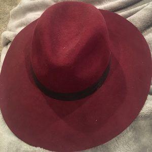 Fedora hat. Felt burgundy