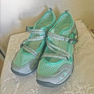 Chaco Shoes - 🆕 Chacos women's team Outcross Evo MJ shoe, sz 10