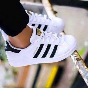 ✨LIKE NEW✨ Adidas Originals Superstars sz 6.5