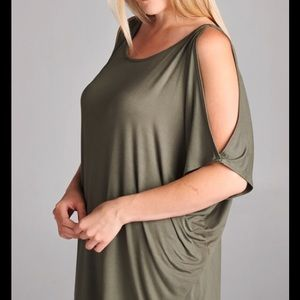 Emerald Tops - HP🎉5/19/17 🎉Plus Size Cold Shoulder Tunic Top