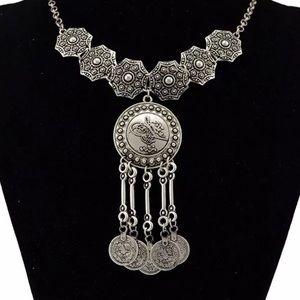 Jewelry - Statement drop necklace