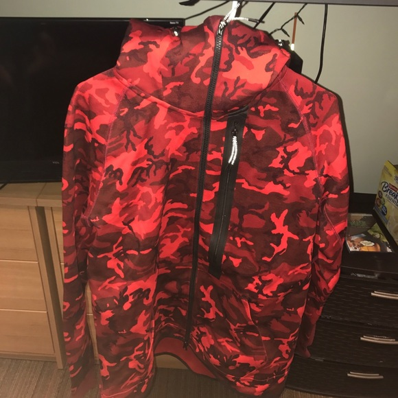 Nike Tech Fleece Full Zip (Red Camo). M 58adf3bb6a583039d50158fb a4942ba478