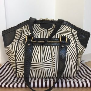 henri bendel Handbags - Henri Bendel Large Weekend Tote Bag
