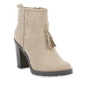 Shoes - Faux suede chunky heel fringe tassel bootie