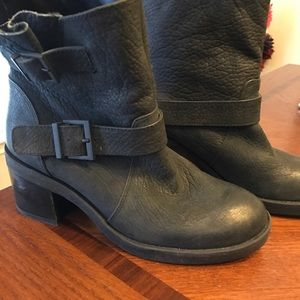 Reaction Kenneth Cole distressed black moto boots