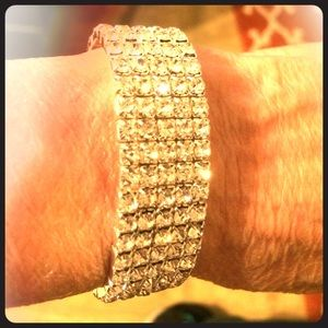 Accessory Collective Jewelry - Beautiful silver bracelet with Australian crystals