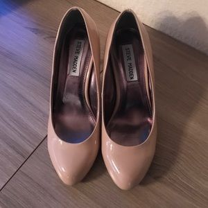 Steve Madden Shoes - Steve Madden nude patent leather heels in 7.5