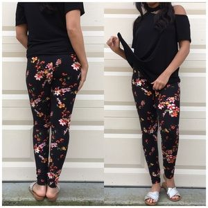 B Chic Boutique Pants - Floral Printed Ankle Leggings