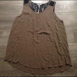 Pleione Tops - NWT pleione brown with black lace detail top. L