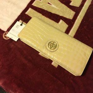 ANTONIO MELANI Handbags - ❗️Antonio Melani clutch. NWT. Sale❗️