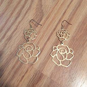 Jewelry - NWOT Gold rose dangle earrings