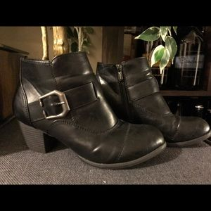 Urban Outfitters Shoes - Cute booties.