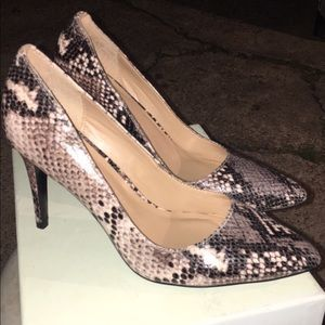Banana Republic Snakeskin Pumps sz 6 1/2