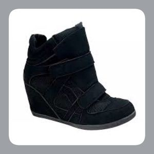 De Blossom Collection Shoes - Black Wedge Sneakers