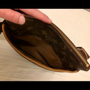 Bags - Louis Vuitton Valmy Pochette Bosphore Monogram Bag 1af84d89813c5
