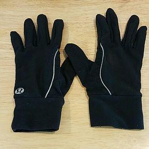 lululemon athletica Accessories - Lululemon running gloves in black