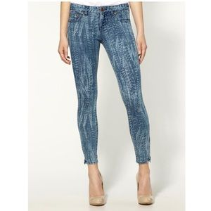 Free People Denim - Free People printed cropped skinny zipper jeans 29