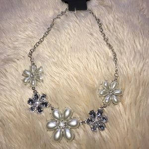 Crystal and pearl flower necklace