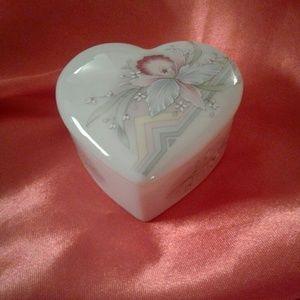 🌸!MARKDOWN!🌸Small Ceramic Heart Trinket Box