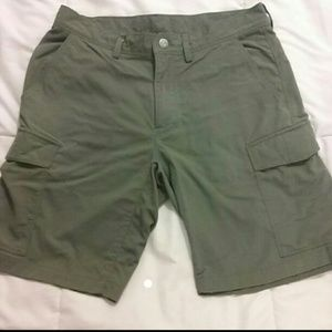 Patagonia Other - Mens Patagonia green cargo type shorts Size 32