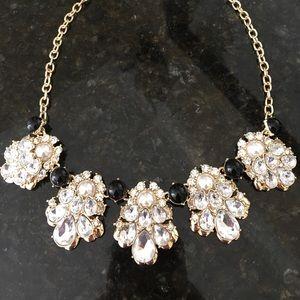 Jewelry - 🆕Beautiful Necklace