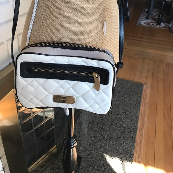 Marc by Marc Jacobs Bags - Mar By Marc Jacobs Purse. 100% Cow Leather