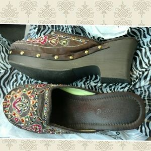 Dollhouse Shoes - Dollhouse clogs sz 7