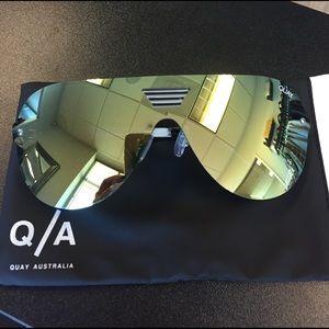 Quay Australia Accessories - Quay Australia Showtime Sunnies in Gold