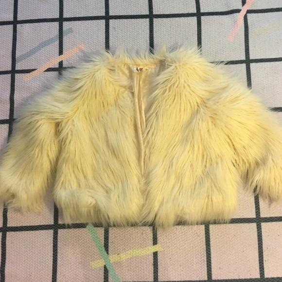 Jackets & Blazers - CREAM CROP FAUX FUR JACKET SZ S
