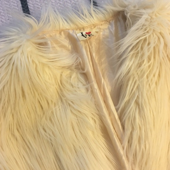 Jackets & Coats - CREAM CROP FAUX FUR JACKET SZ S