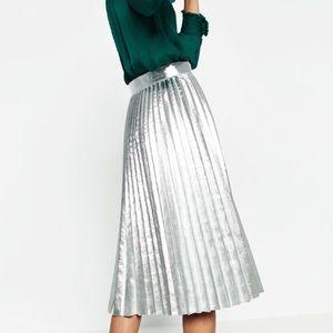 🆕Zara Metallic Skirt