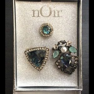 nOir Jewelry Jewelry - Fancy bling set of 3 scarf/clothes brooches NWOT ❤